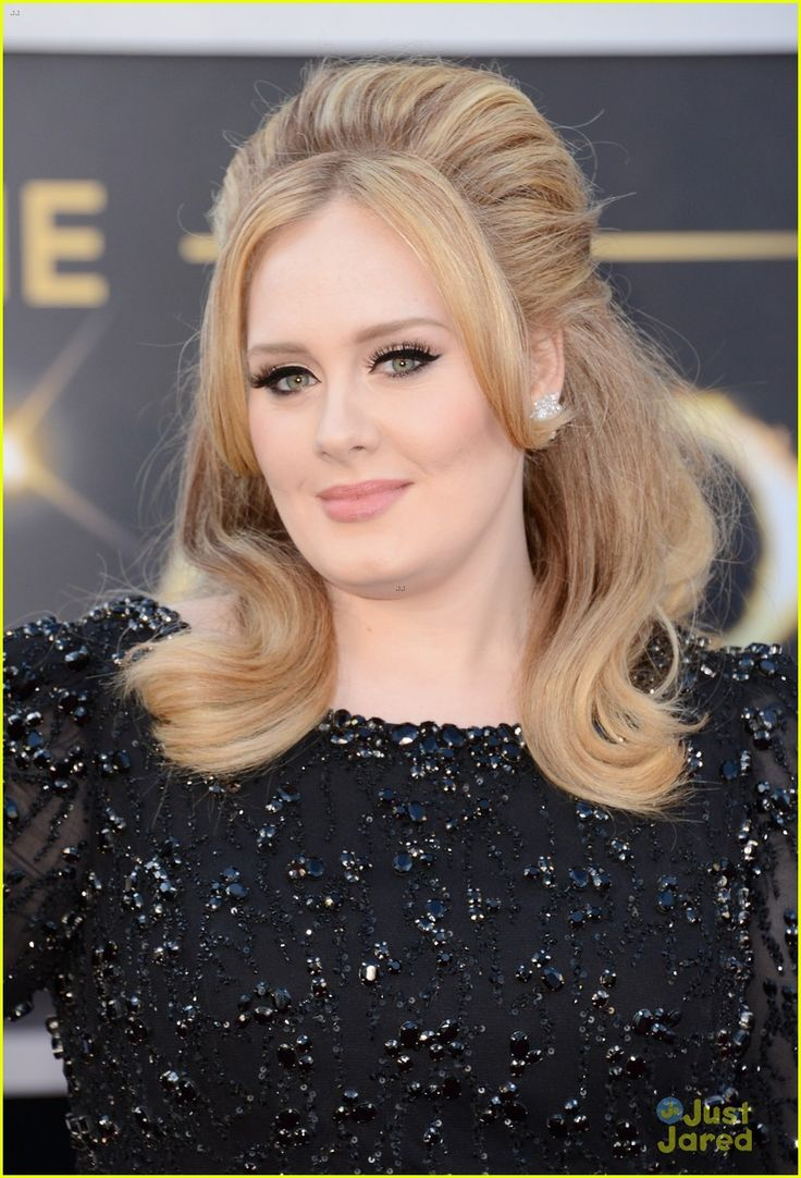 Adele in a Jenny Packham gown with Harry Winston diamond earrings #Oscars2013