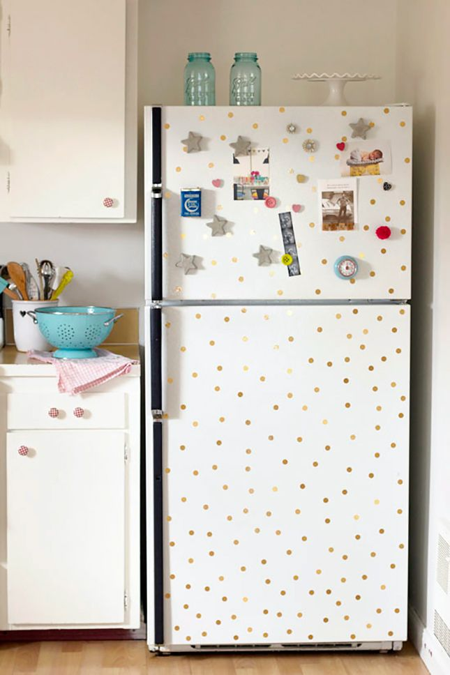 LiGht grey gray walls and all white everything else with a few poppy accessories. And like how the cabinet knobs go with the polka dots on the fridge!
