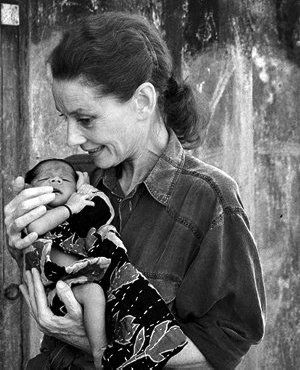 Audrey Hepburn in Bangladesh,1989   Photo by John Isaac © UNICEF