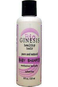 Ginesis rena och naturliga Babyschampo rengör barns och vuxnas hår med hjälp av de renaste och finaste växtextrakt som finns. Innehåller inga kemikalier eller färgämnen som kan orsaka allergiska reaktioner och tränga igenom hudbarriären. En helt igenom säker produkt som ger ett rent och friskt hår och en problemfri hårbotten. Innehåll: Filtrerat vatten, kokosfettsyra, lanolin, talltjärolja samt naturliga citrusämnen och doftämnen. Hållbarhet: Öppnad produkt bör användas inom 6 månader.