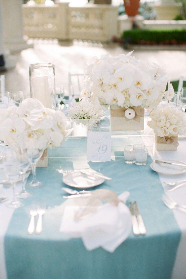 ティファニーブルーで統一♡幸せを呼ぶテーブルコーディネートのアイデア♪にて紹介 · ブルー結婚式