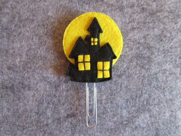 Halloween Paper clip -  Haunted House - Felt bookmark - Halloween Favors - Planner accessories  by TinyFeltHeart on Etsy https://www.etsy.com/listing/232042668/halloween-paper-clip-haunted-house-felt