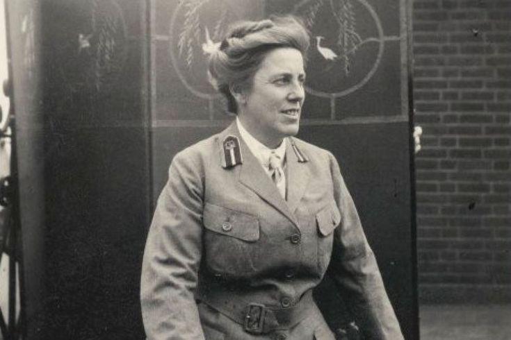 Female surgeon Doctor Agnes Bennett