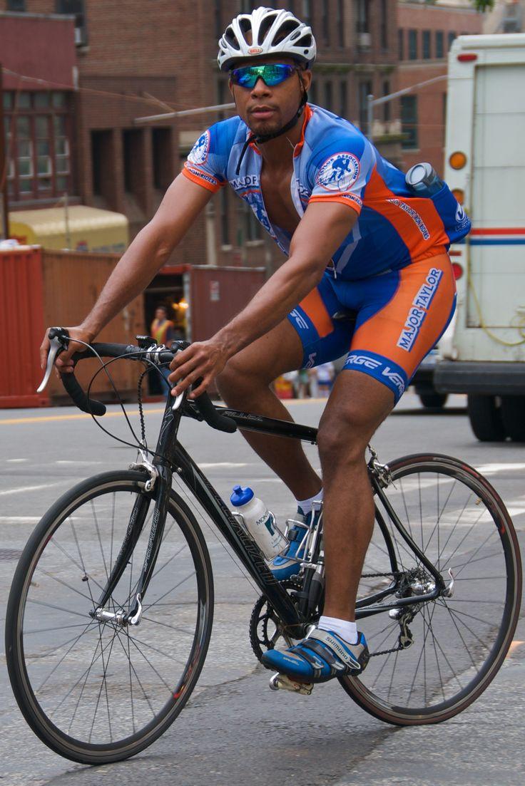 Správny cyklista by mal byť vybavený na svojich cestách rôznymi doplnkami, napríklad dresom Specialized http://www.proficyklodresy.cz/specialized/