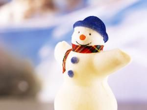 The Best Free Christmas Wallpapers for Your Computer: Snowman by WallpaperStock