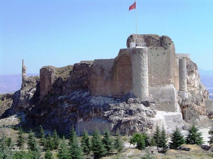Elazığ Ucuz Uçak Bileti    Elazığ , yukarı Fırat bölümünde yer alan bir Doğu Anadolu şehridir. Genellikle ovalar ve dağlardan oluşan şehir, farklı ve karakteristik bir iklime sahiptir. Ağın, Akçakaya, Arıcak, Baskil, Karakoçan, Keban, Kovancılar, Maden, Palu ve Sivrice ilçelerinden oluşur.  http://anitur.com.tr/yurtici-ucak-bileti/elazig