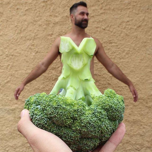 📷 por @ossaboresdomundo Fantasia de hoje: Mulher Brócolis. 😂 📍 #belohorizonte #carnaval Conheça: 🔰 @topofbrazil 👉🏻 @bh031