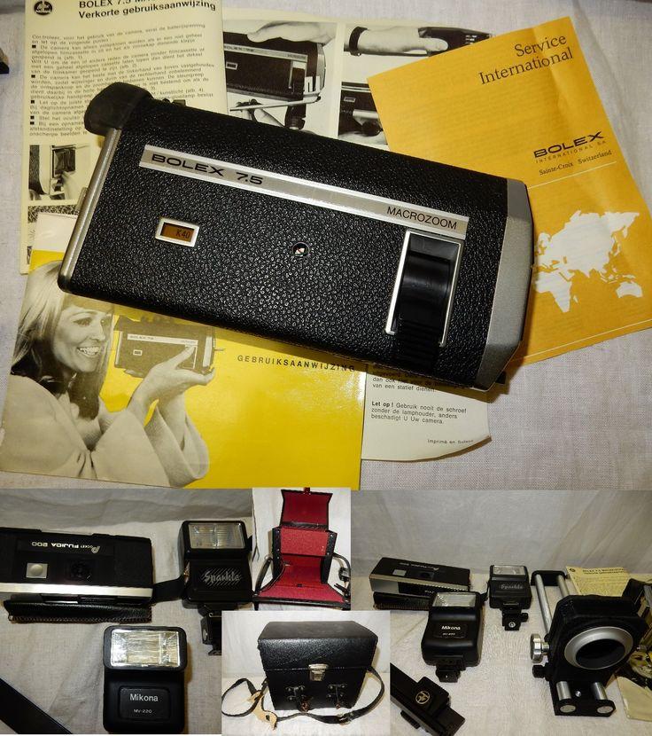 Te koop een vintage zwart leren fotokoffer met opbergbodem en bordeaux kleurige voering. In de koffer bevind zich een Bolex 7.5 macrozook super 8 camera met gebruiksaanwijzing, een Pocket Fujica 200 analoog fotocamera in originele lederen zwarte hoes, een Mikano MV-220 flitser en een sparkle flitster, een flexomatic extension unit van Soligor. Ieder item kan apart gekocht worden. Via een mail kunt u een bod uitbrengen.