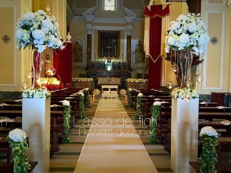 Gli allestimenti floreali della chiesa determinano lo stile del matrimonio e il fil rouge dell'evento rappresentano la personalità,il carattere degli sposi.