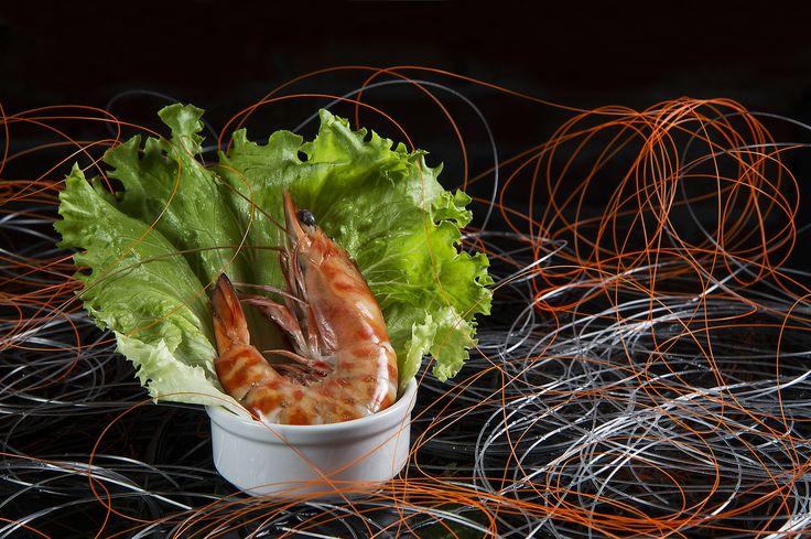 Karidesin faydaları Balıktan sonra en çok tüketilen deniz canlısı karidestir. Az oranda kalori ve doymuş yağ içeren karides sağlıklı besin maddelerinden biridir. Karides pembe, gri, kahverengi ve sarımsı renklerde olabilir. Tüm yıl boyunca hem donmuş hem de taze olarak tüketilebilen bu canlı özellikle omega-3 yağ asitleri açısından da zengindir.