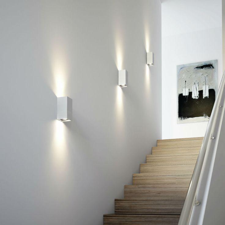 Eclairage d'ambiance / Appliques murales le long de l'escalier