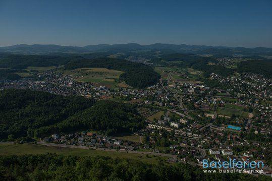 Grandioser Ausblick vom 30 m hohen Aussichtsturm #Liestal auf dem Schleifenberg. Ein schönes Ausflugsziel und Wandergebiet im #Baselbiet. #Schweiz.