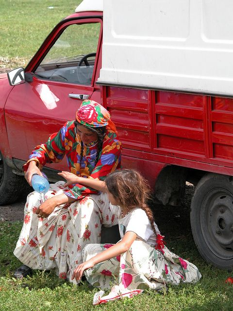 * Kalderash Roma in Romania * #Gypsies #Bohemians #Travelers