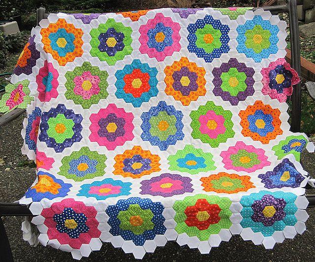 74 Best Grandmothers Flower Garden Variations Images On Pinterest Hexagon Quilting Hexagons