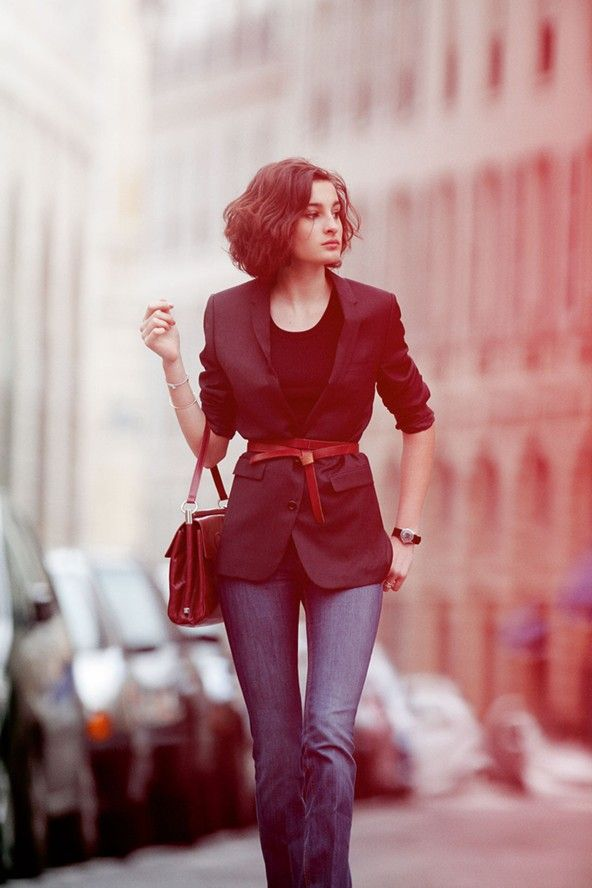 Black blazer, black tee top, and jeans with red accessories ~ 17 year old Nine D'urso daughter of Ines de la Fressange.