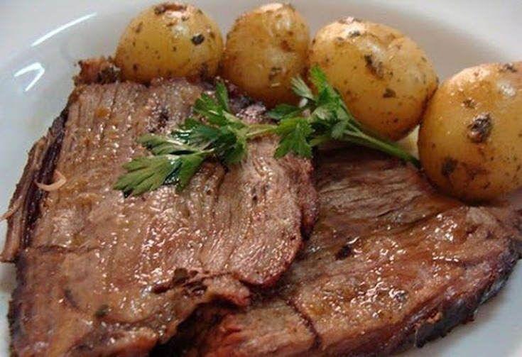 Receita para o almoço: Bisteca de Porco Assada com Batatas!