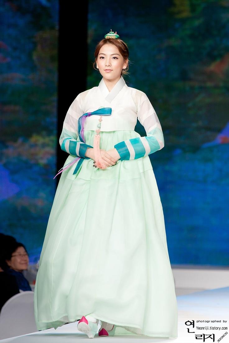 Kara Jiyoung in Korean Traditional Clothing 'Hanbok'