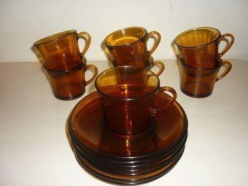 E o cafezinho era servido em xícaras assim.   36 objetos que toda casa brasileira já teve