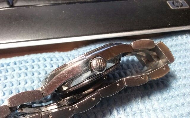 Pierce 2000 Supercompressor from 1968. A rare brand these days and an even rarer model. There are not many single stem Supercompressor cases about. Slightly blurry pic of the signed and crosshatched crown.