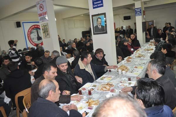 Darıca Erzurum Şenkayalılar Derneği geçtiğimiz gün kahvaltılı toplantıda bir araya geldiler. Darıca'da bulunan Dernek binasında bir araya gelen Şenkayalılar'ın kahvaltı programına katılım yoğun olurken Darıca Belediye Başkanı Şükrü Karabacak'ta kahvaltıda Şenkaya'lılara eşlik ederek ilçede devam eden çalışmalarla ilgili bilgilendirmede bulundu.