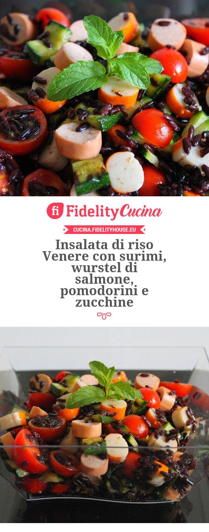 Insalata di riso Venere con surimi, wurstel di salmone, pomodorini e zucchine