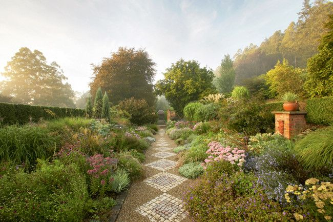 Cloudehill Garden !! The dramatic borders at Cloudehill vary from pastel tones to bold, rich colours.