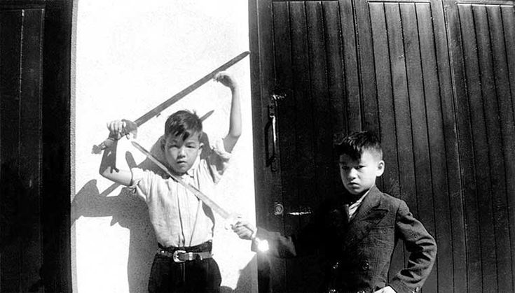 A young Bruce Lee playing with his brother Robert Lee in Hong Kong | Rare and beautiful celebrity photos