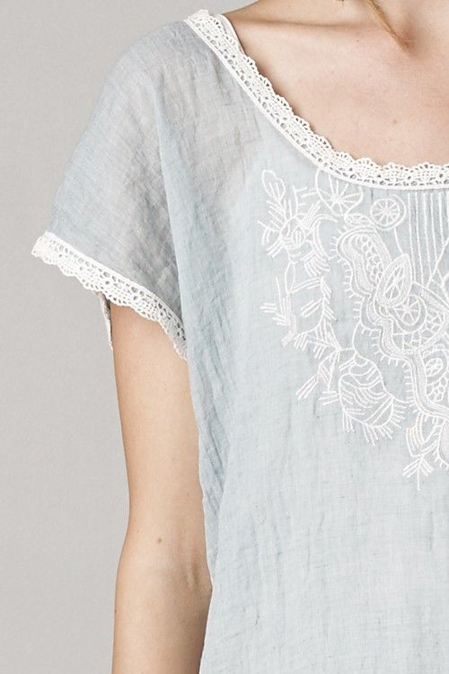 Embroidered Averly Tunic Top in Aspen Blue//