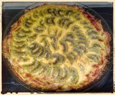 Je vous présente aujourd'hui une tarte au kiwi. Une première pour moi. Ma grand-mère m'a donné une caisse de kiwi et après la confiture je me suis dit pourquoi pas une tarte. Résultat mon mari et mon petit Andy qui adorent le kiwi l'ont dévoré d'un trait....