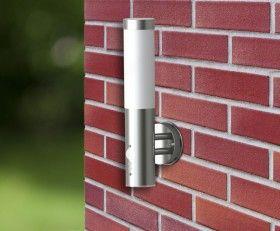 Lampe murale détecteur de présence intérieur extérieur L'applique murale extérieure / lampe de jardin est équipé d'un détecteur de mouvement. La lampe s'allume automatiquement lorsqu'un mouvement est détecté dans sa zone de couverture. Matériaux : acier inoxydable, plastique. Type de lampe : lampe à incandescence(Max 60W) ou lampe fluorescente serrée (Max 11W). Ampoule/lampe : E27, 50Hz, 230V.