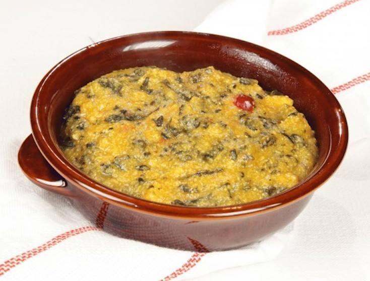 """CAVOLATA o farinata di cavolo nero, piatto tradizionale toscano, tipico Pistoiese detta """"farinata con le leghe"""". Una zuppa con cavolo nero, cipolla, sedano, carote, peperoncino e salsa di pomodoro; spesso ottenuta bollendo le verdure nell'acqua di cottura dei fagioli borlotti. La cottura è liquida, per aggiungere una congrua quantità di farina gialla, da mescolare fino a cottura e servita ben calda con un filo d'olio evo a crudo. #CarnevaliLuigi…"""