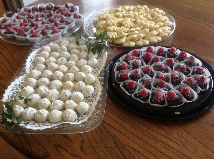 Finger Foods For Summer Wedding Mexican Cake Cookies Mini Brownies Topped With Fresh