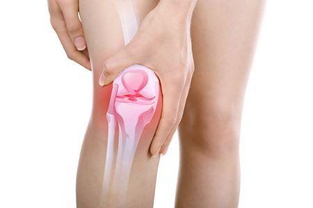 Impacchi di ghiaccio al ginocchio, un metodo pratico ed utile per avere sempre a portata di mano tutto il necessario per fare un impacco di ghiaccio.