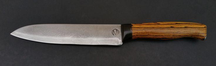 """Kochmesser """"Spike"""", Klinge 15cm Damast aus 1.2842 und 1.5634, Griff aus Bocote, Kopfplatte aus Wasselbüffelhorn, Endkappe V2A"""