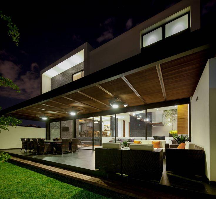 Casa GM : Balcones y terrazas modernos de GLR Arquitectos