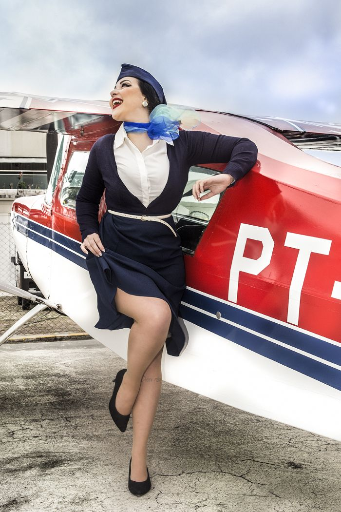 pinup do universo retr miss delovely com figurino inspirado nas antigas aviadoras