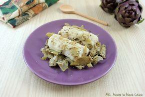 I filetti di nasello con carciofi sono un delizioso e nutriente secondo piatto. Un piatto ricco di pesce e verdura di stagione.