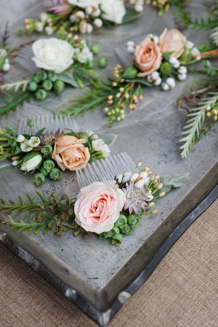 Floral combs for bridesmaids