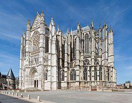 La cattedrale di San Pietro (in francese cathédrale Saint-Pierre) è la chiesa principale della città e della diocesi di Beauvais, in Francia; è uno dei più importanti esempi di architettura gotica. Gioiello del gotico francese, venne costruita con l'intento di erigere la più alta chiesa cristiana in assoluto. Effettivamente, pur rimasta incompiuta, è celebre per essere la chiesa più alta del mondo, con le volte che toccano i 48,5 metri d'altezza.