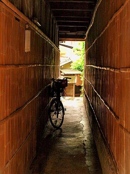 榛色(はしばみいろ)の京都風景 - 下町ESPRIT