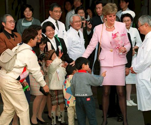 February 6, 1995: Princess Diana visiting the National Children's Hospital and then giving a speech at the Peter Pan Children's Fund in Setagaya, Japan.