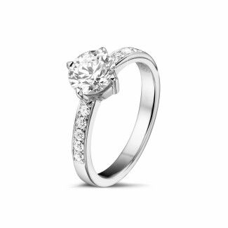 - 1.00 caraat diamanten solitaire ring in wit goud met zijdiamanten