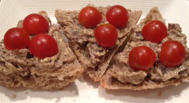 Gyors csirkemájas szendvicskrém http://penzugyiterkep.hu/konyhapenz/gyors-olcso-csirkemajas-szendvicskrem/