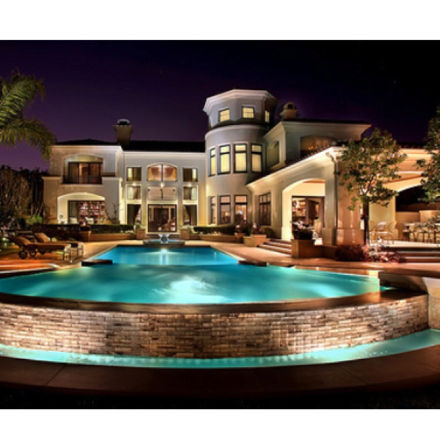 9 best images about giant houses on pinterest mansions for Pictures of huge houses