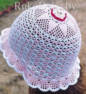 Ажурная летняя шапочка-панама для девочки, связанная крючком.