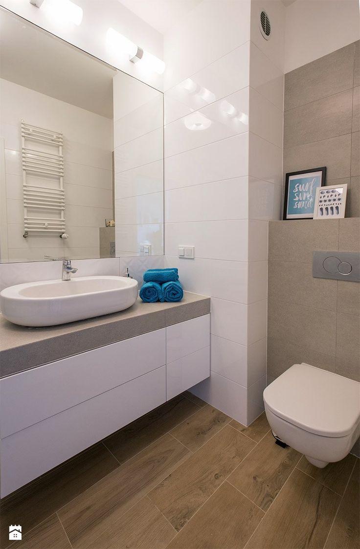 Home Staging mieszkania na wynajem - Mała łazienka w bloku bez okna, styl skandynawski - zdjęcie od Nowe4Ściany