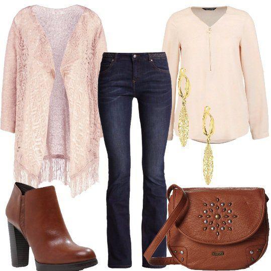 Outfit+per+le+amanti+dello+stile+vintage+che+decidono+di+indossarlo+anche+nella+quotidianità,+senza+mai+apparire+fuori+luogo+.+Cardigan+lungo+frangiato,+abbinato+ad+una+blusa+con+scollo+a+V+e+dettaglio+cerniera+dorata,+jeans+modello+bootcut,+in+blu+scuro+dall'effetto+consumato.+Lo+stivaletto+in+cognac+con+tacco+alto+e+plateau+sulla+parte+anteriore,+tracolla+in+eco-pelle,+con+dettaglio+borchie+sulla+patta,+orecchini+in+oro+giallo+a+forma+di+foglia.