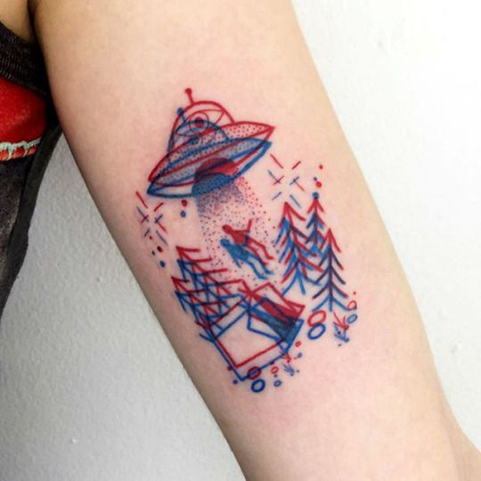 3D red-blue alien abduction tattoo on the upper arm. #scifitattoo