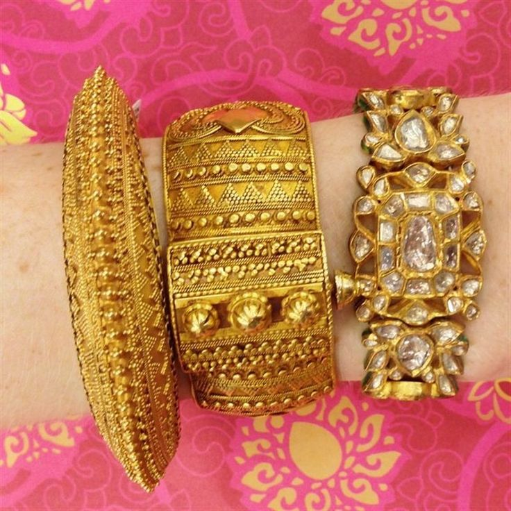 Amrapali's incredibly detailed bangles make us dream of exotic locations with the scent of spices in the air. #LoveGold