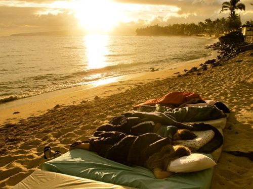 Sleep on the beach with friends